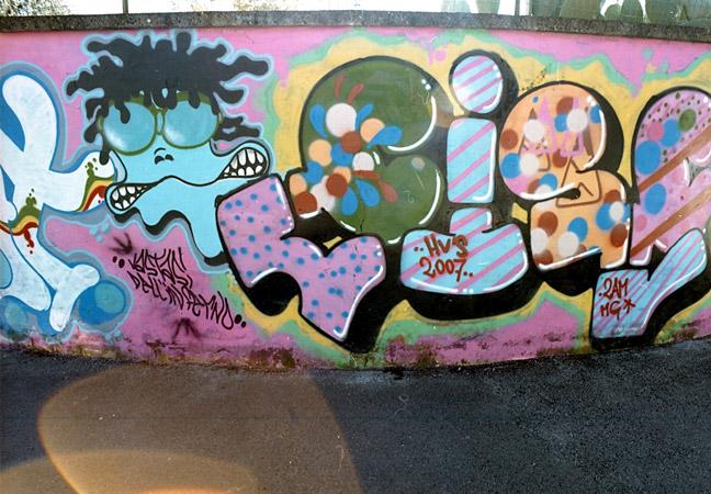 Emiliano per abbellire la città di Bari pensa ai murales