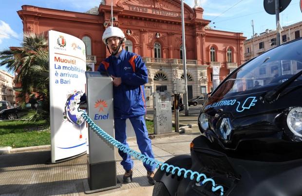 Smart City Bari: ecco dove trovare in città le 23 colonnine per rifornimento auto elettriche