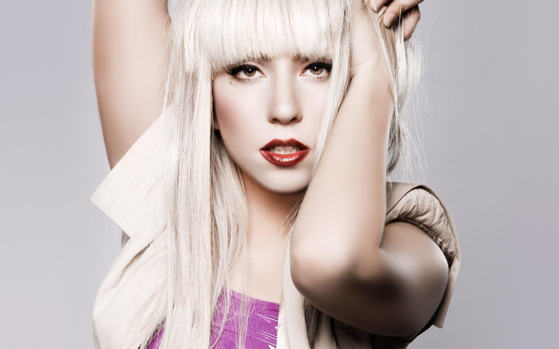 Il magnate russo Abramovic offre 2 milioni di dollari a lady Gaga per un concerto privato
