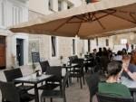 A Bari riapre Caffè sotto il mare locale storico sulla muraglia