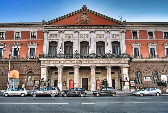 Baratto amministrativo a Bari cittadini saldano i debiti lavorando gratis per il comune
