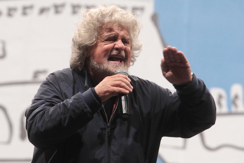"""Beppe Grillo oggi a Milano """"Vinciamonoi"""" tour diretta streaming: comizio su """"La Cosa – YouTube"""""""