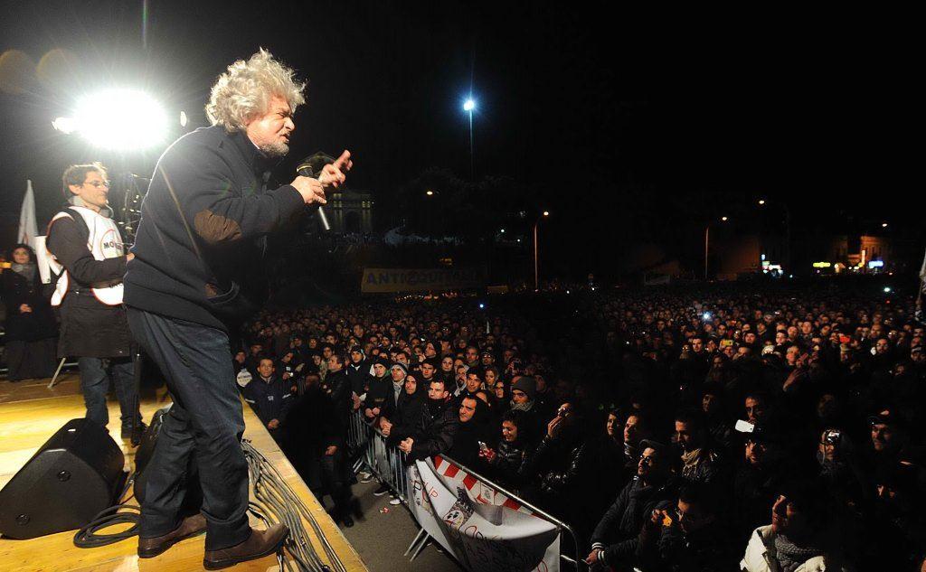 """Beppe Grillo oggi a Pescara """"Vinciamonoi"""" tour diretta streaming: comizio su """"la cosa YouTube"""""""