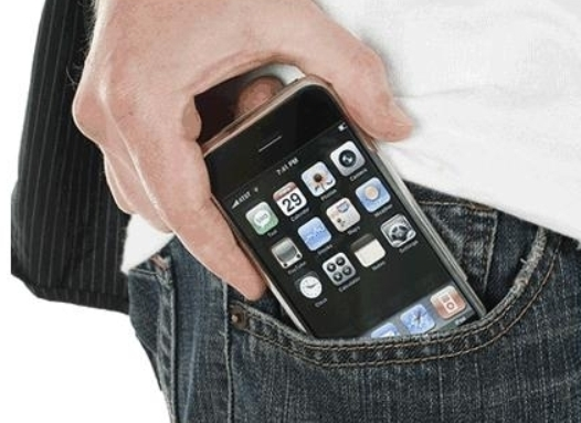 Cellulare in tasca: recenti studi dimostrano che gli uomini rischiano l'infertilità