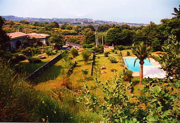 La villa di Lucio Dalla a Catania dove si produce vino è in vendita