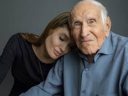 Angelina Jolie regista del film Unbroken racconta la storia dell'eroe Louis Zamperini