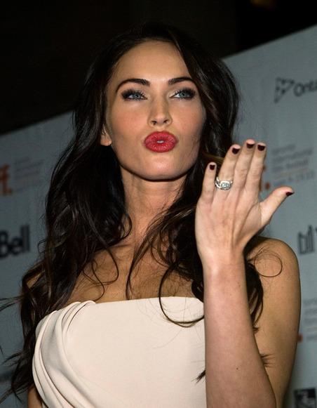 """Megan Fox posta una foto struccata che mostra la sua """"naturale"""" bellezza"""