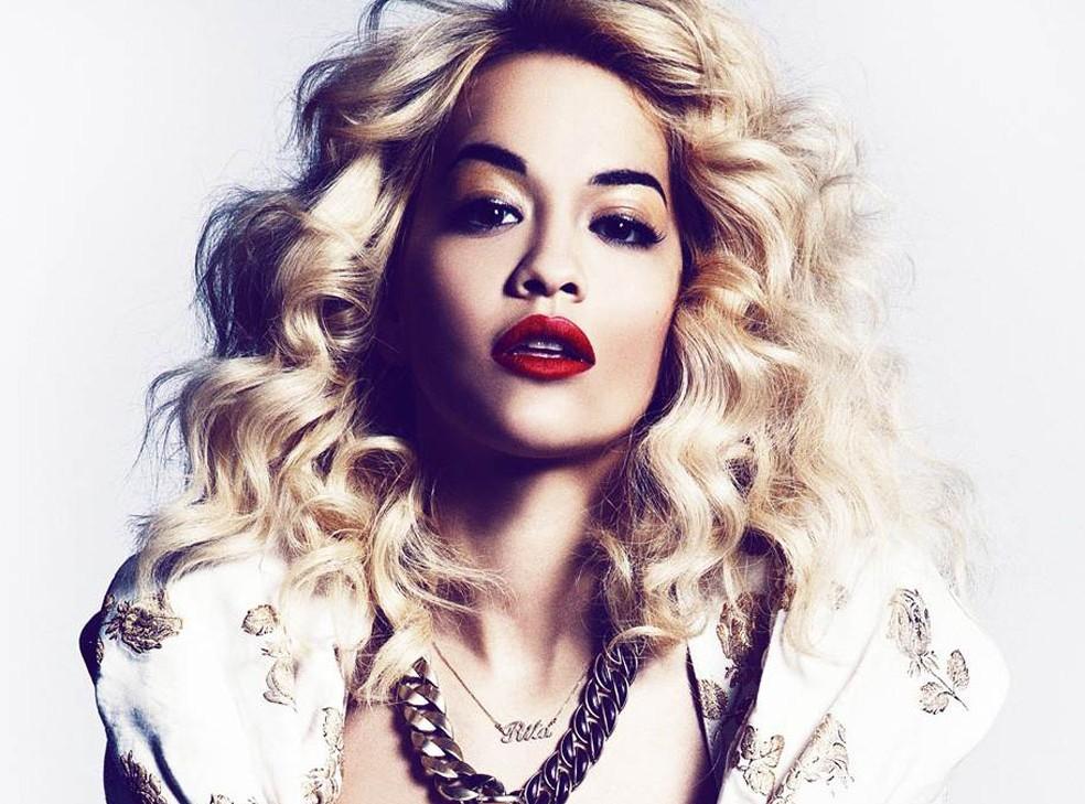 Rita Ora fa impazzire i suoi fan e non solo con un look mozzafiato