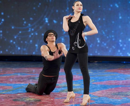 Giulia Pauselli ex amici posta su Facebook notizia che sarà ballerina del Crazy Horse