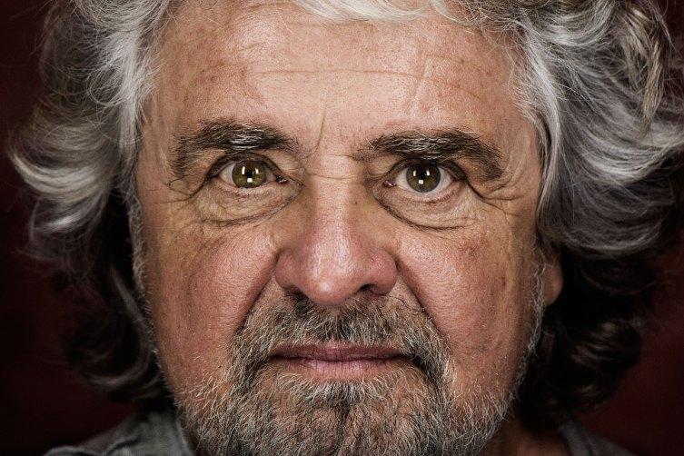 Beppe Grillo dal blog sferra l'attacco fuori dall'euro, si ritorni alla Lira