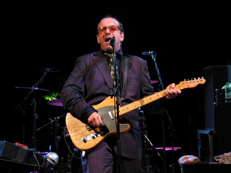 Elvis Costello a 60 anni è ancora una leggenda del rock mondiale
