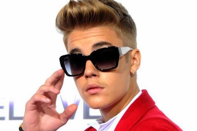 Justin-Bieber-nudo-sui-social-sfottò-di-Miley-Cyrus
