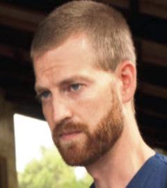 """Ebola medico americano Kent Brantly contagiato dal virus in Liberia  """"Mostra segnali di miglioramento"""""""