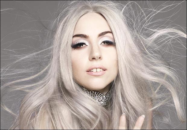 Lady Gaga ricoverata a Denver per attacco di ipossemia posta selfie con maschera d'ossigeno
