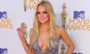 Lindsay-Lohan-sull-isola-greca-di-Mikonos-mostra-un-bikini-mozzafiato