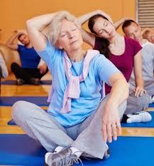 Anziani: per prevenire malattie bisogna alzarsi dalla sedia 10 minuti ogni ora