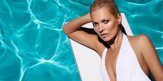 Ibiza si illumina di notte per il look strepitoso di Kate Moss