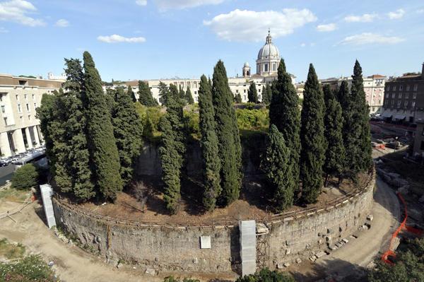 Roma, Mausoleo di Augusto Ignazio Marino per continui disservizi attacca il centrodestra