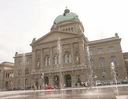 Il-Parlamento-svizzero-nella-bufera-per-selfie-postato-dalla-segretaria-su-twitter