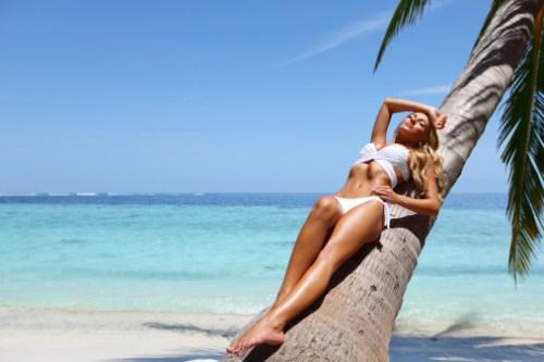 Sole esporsi troppo ai raggi ultravioletti può provocare gravi danni alla pelle