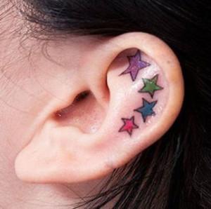 Allarme-per-chi-ha-tatuaggi-colorati-sulla-pelle-il-sole-è-nemico