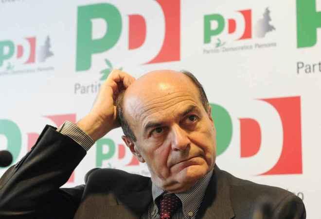 """Bersani nuovo attacco a Renzi: """"Avrei già rassegnato dimissioni da segretario Pd"""""""