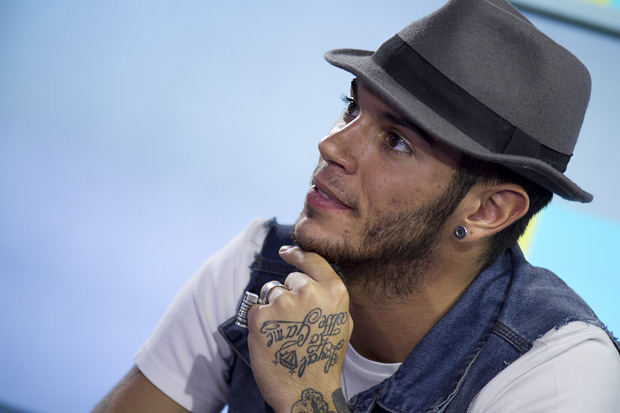 Emis Killa famoso rapper italiano ama le ragazze formose e non rifatte