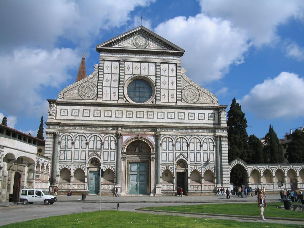 Firenze a Santa Maria Novella studenti ubriachi scatenano l'inferno