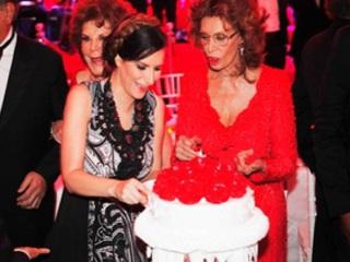 Laura-Pausini-in-Messico-si-esibisce-per-il-compleanno-di-Sofia-Loren
