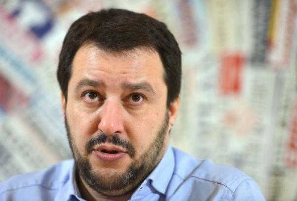 Salvini-avverte-Renzi-una-nuova-tassa-e-con-i-bastoni-tutti-a-Roma