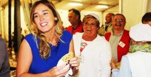 Maria Elena Boschi apprezza carne di cavallo provocando dure reazioni degli animalisti