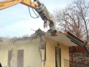 Rosarno-imprenditore-sotto-scorta-demolisce-casa-di-un-boss