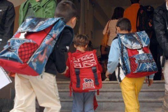 Pediatria, lo zaino pieno non provoca la scoliosi ai bambini