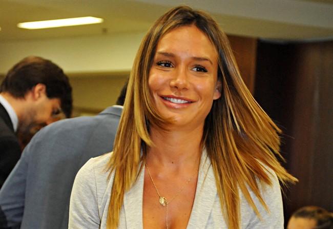 Nicole Minetti decisione clamorosa torna alle sue origini di igienista dentale