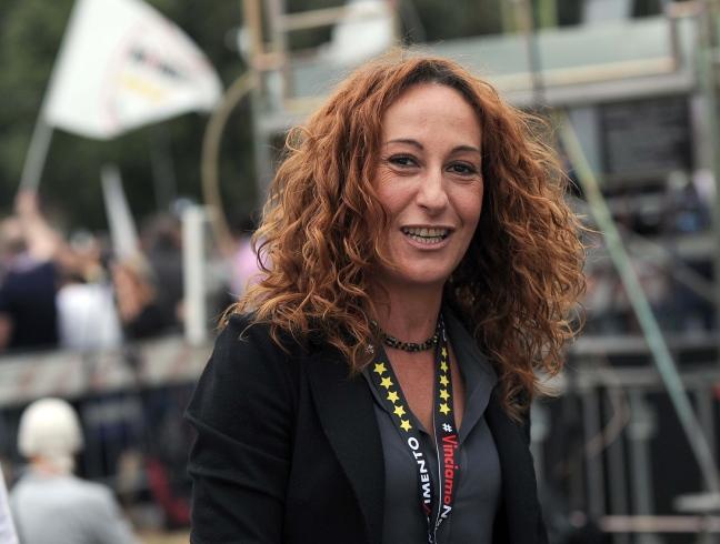 """M5S, Paola Taverna choc: """"ho stretto la mano a Verdini mi sento uno schifo"""""""