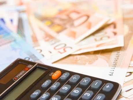 Crisi nera per lavoratori italiani stipendio medio di soli 1.300 euro mensili