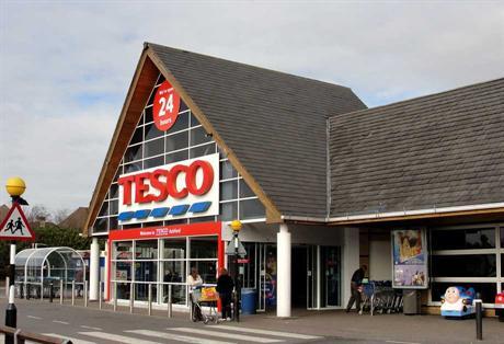 Il colosso Tesco è in crisi nera crolla in borsa bruciando milioni di sterline
