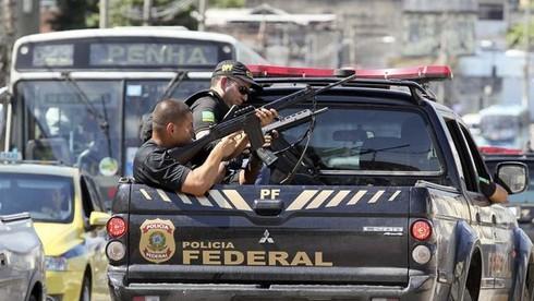 Brasile-terrore-per-maxi-sparatoria-bloccati-10-mila-bambini-nelle-scuole
