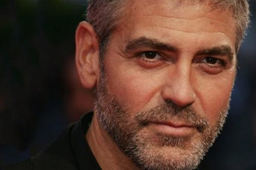 George Clooney fresco sposo chiede scusa per suo Batman e presenta Tomorrowland