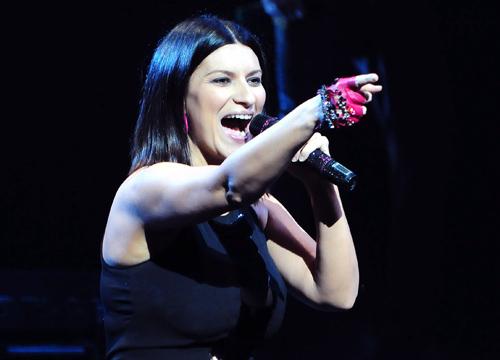 Laura Pausini delirio per l'esibizione in America, ovazione finale spettatori