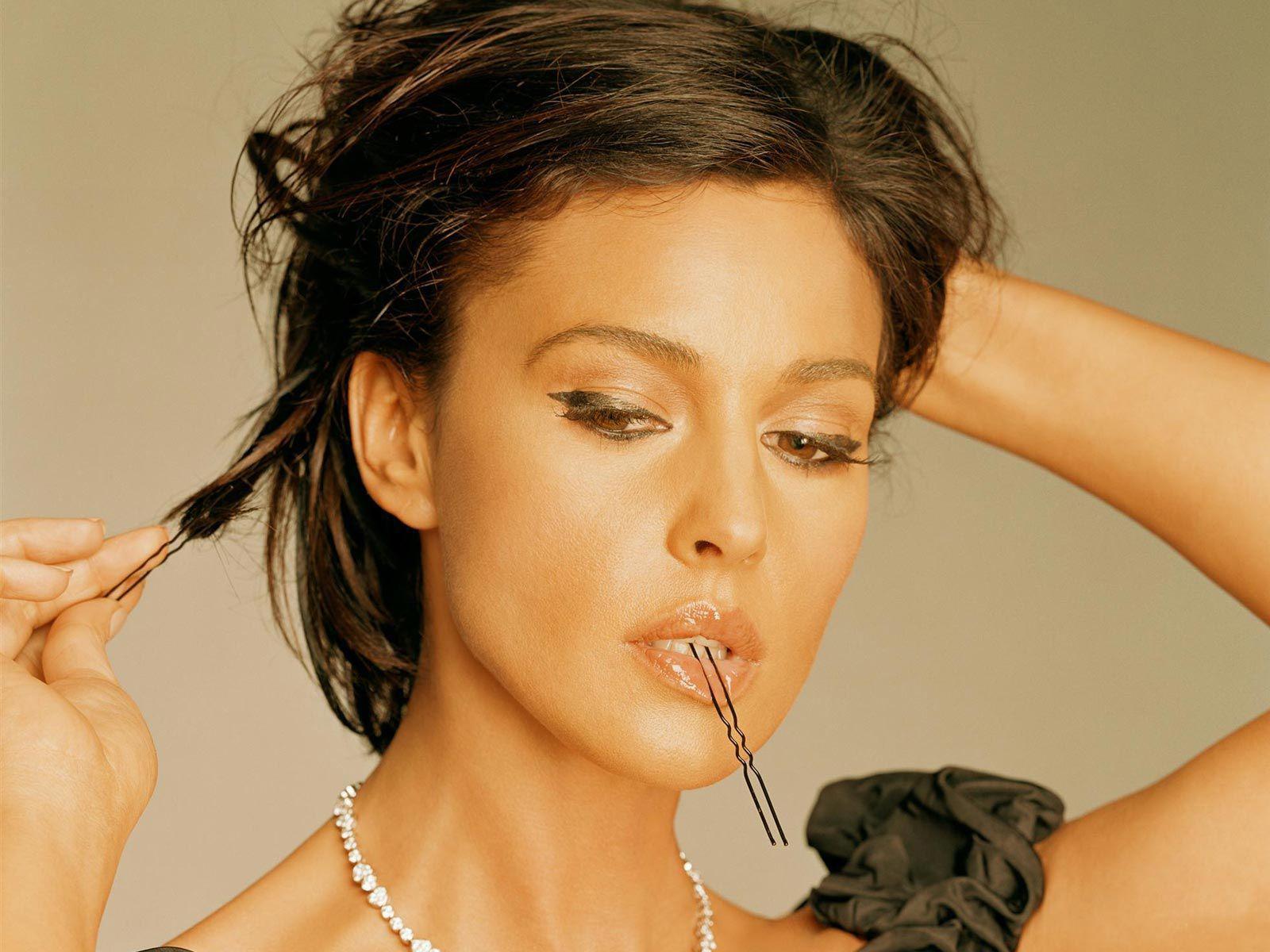 Monica-Bellucci-seducente-vedova-di-mafia-in-Spectre