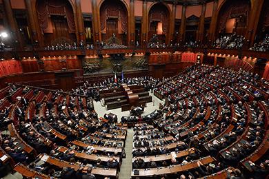 Parlamento fissato tetto stipendi per dipendenti camera e for Camera e senato