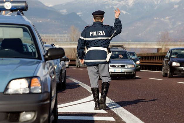Sfiorata-tragedia-su-autostrada-A1-anziano-sacerdote-guidava-contromano
