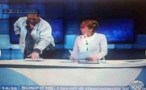 Taranto video scioccante irruzione uomo armato durante diretta televisiva