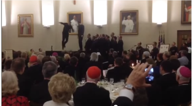Vaticano-clamoroso-a-colpi-di-tip-tap-due-preti-si-esibiscono-durante-festa
