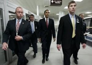 Barack.Obama-gaffe-in-un-noto-ristorante-per-carta-di-credito-senza-fondi
