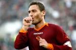 Francesco-Totti-riceve-complimenti-da-Renzi-per-gran-gol-contro- il-Manchester