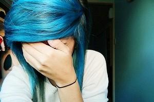 Barletta choc, allontanata da scuola studentessa per capelli blu