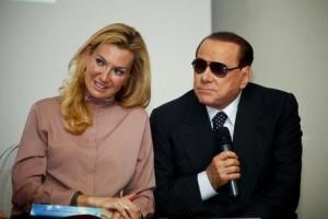 Berlusconi-promette-ai-pensionati-implantologie-e-operazioni-alla-cataratta-gratis