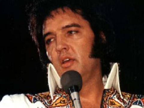 Elvis Presley all'asta il suo primo disco e la patente di guida